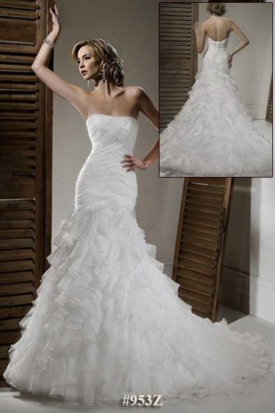 Продам свадебное платье Рыбка с шикарным шлейфом, который при ходьбе прикрепляется к руке и получается очень милое и кокетливое платье