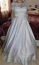 Свадебное платье. Размер регулируется корсетом.На талии пояс неж