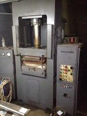 Пресс гидравлический для изготовления изделий из пластмасс