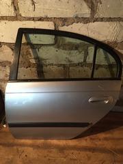 Tayota Avensis t22 двери задние